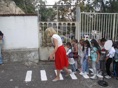 Малките първокласници прекрачиха училищния праг - Изображение 5