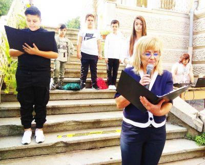 """Първолаци от основно училище """"Гео Милев"""" обраха овациите на откриването на новата учебна година  - Изображение 1"""