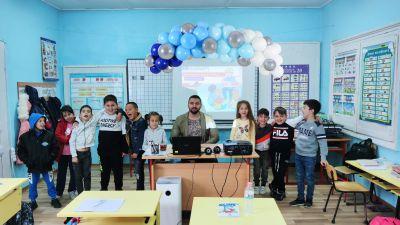 Петокласници гостуват на първолаците за Деня на учителя  - Изображение 3