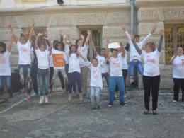 Деца, учители и служители спортуват заедно - ОУ Гео Милев - Пловдив