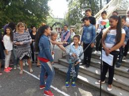 Първокласниците приеха Ключа на знанието в първия си учебен ден. - ОУ Гео Милев - Пловдив