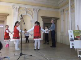 """Малките възпитаници от ПГ-6 годишни- танцуват """"Боряно,Борянке"""". - ОУ Гео Милев - Пловдив"""