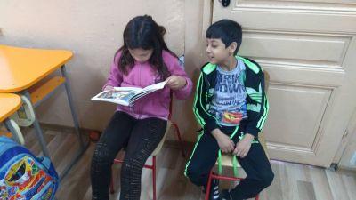 """""""Голямото - малко четене""""- IVа клас четат приказки на  от Iа клас - ОУ Гео Милев - Пловдив"""