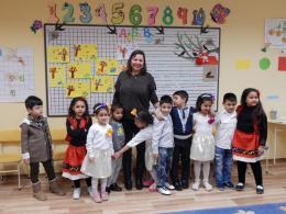 Учителката с малките артисти - ОУ Гео Милев - Пловдив